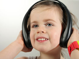 20090123100842-girl-headphones.jpg
